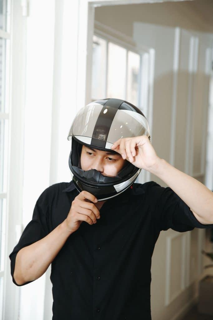 Đội mũ bảo hiểm full face giúp bảo vệ toàn diện phần đầu