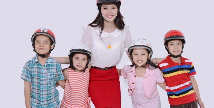 Đội mũ bảo hiểm cho trẻ em là vô cùng cần thiết