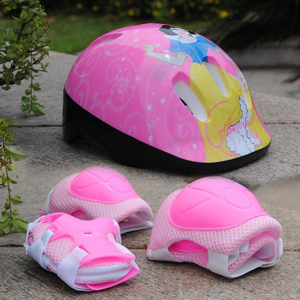 Những hình công chúa đáng yêu với chiếc nón bảo hiểm của bé gái