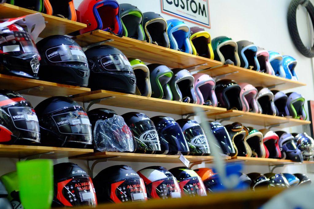 Nguồn hàng tại chợ sỉ nón bảo hiểm rất phong phú và đa dạng
