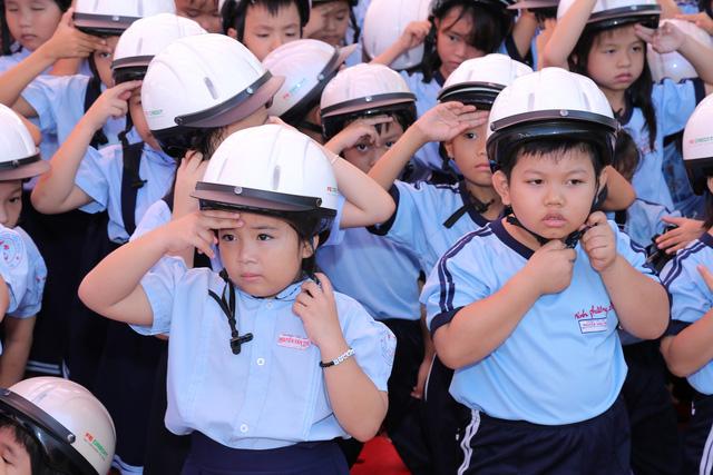 Hãy đội mũ bảo hiểm cho trẻ em để bảo vệ an toàn, tính mạng cho trẻ