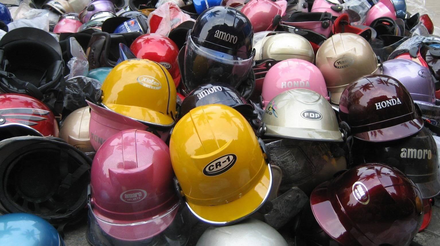 Lấy sỉ tại chợ sỉ nón bảo hiểm không tránh khỏi hàng dả, hàng nhái trà trộn