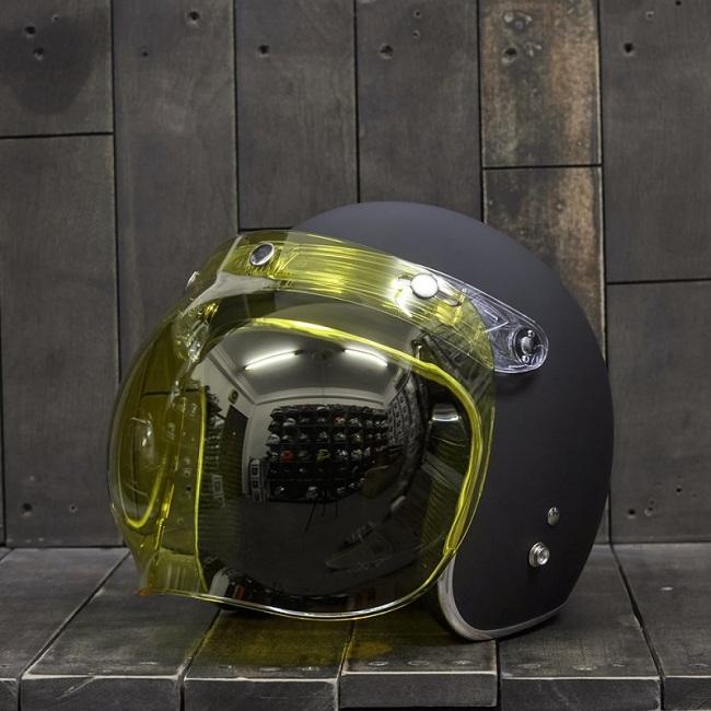 Mũ bảo hiểm có kính đi đêm màu vàng