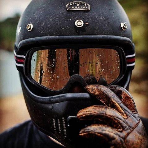 Kính đi đêm bảo vệ đôi mắt tài xế vào những ngày mưa
