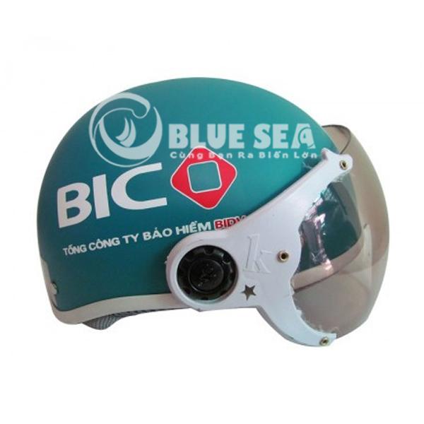 Nên mua kính mũ bảo hiểm chống xước