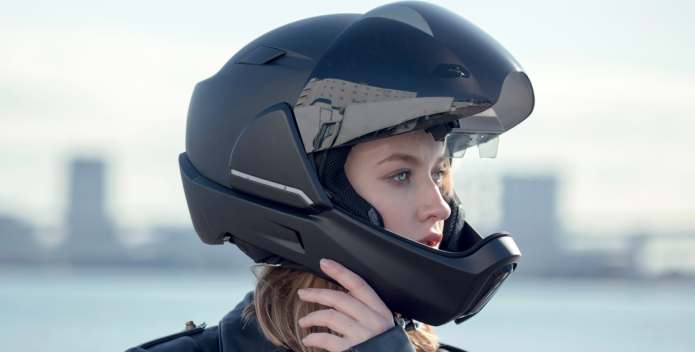 Mũ bảo hiểm có cằm cá tính cho nữ