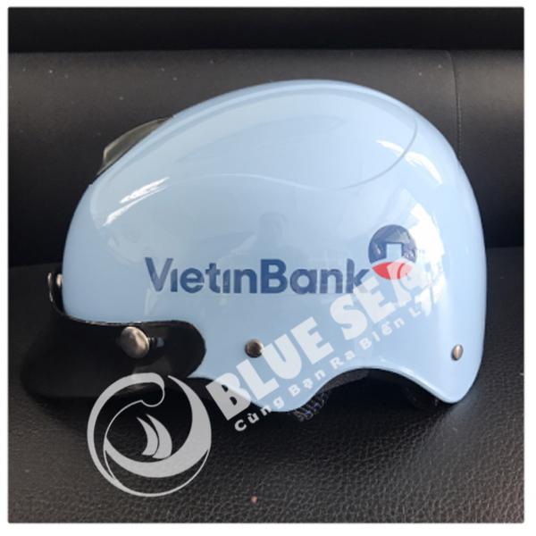 In logo doanh nghiệp trên mũ bảo hiểm là một phương án truyền thông hiệu quả